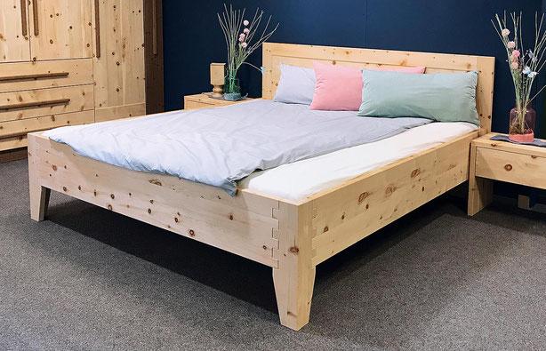 """Zirbenbett """"Behaglichkeit"""", das Bett steht in einem kleinen, gemütlichen Raum unter der Dachschräge"""