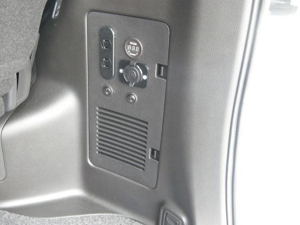 セレナやボクシー、ノアなどのミニバンにサブバッテリーを付けて100Vコンセントを使えます。