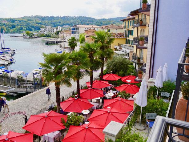 Italien: Promenade von Salo und Badestrand am Gardasee