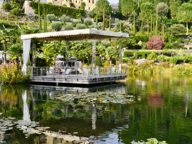 Gärten von Schloss Trauttmansdorff, Seerosenteich mit Konzertpavillon Meran