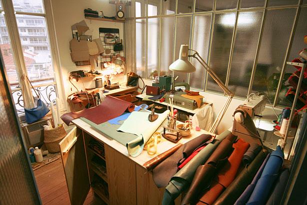 Atelier de création maroquinerie Paris intramuros