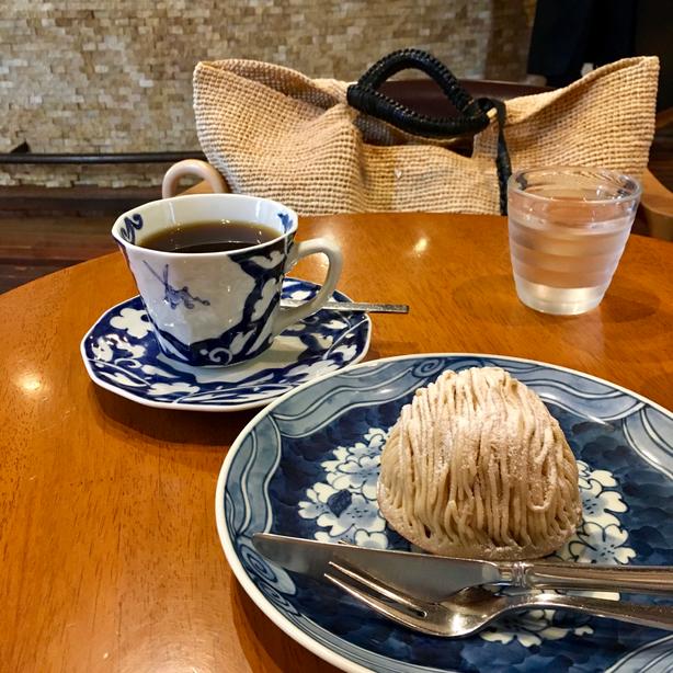 こちらは毎日ではなく、ときどき思い立って伺うカフェ「堀口珈琲」でのお茶シーンです♪ まろん、おいしかった❤