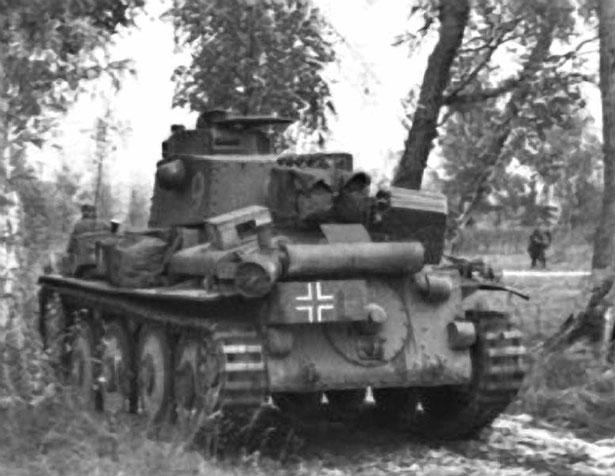 Ce Panzer 38 (t) ausf. D adopte un surblindage pour contrer les canons de plus en plus puissants