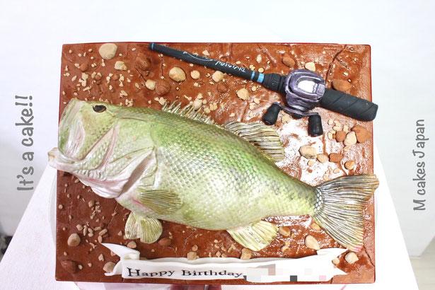 ブラックバス 魚ケーキ🐟🎂 ・ #ブラックバス #ブラックバス釣り #ブラックバスケーキ #魚ケーキ #ブラックバスフィッシング #フィッシング #釣竿 #釣り #誕生日ケーキ #blackbass #blackbassfishing #blackbasscake #cake #torta #gateau #ケーキ #japanesemade #🇯🇵