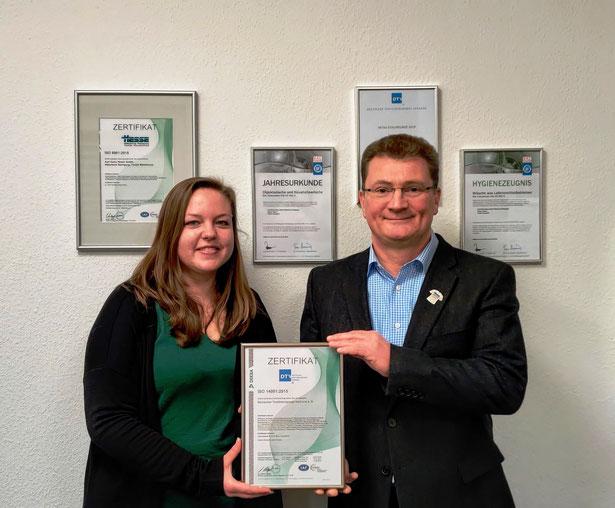 Antje Fahrenholz, verantwortlich für Qualitätsmanagement und Martin Petow, Geschäftsführer, Textilreinigermeister