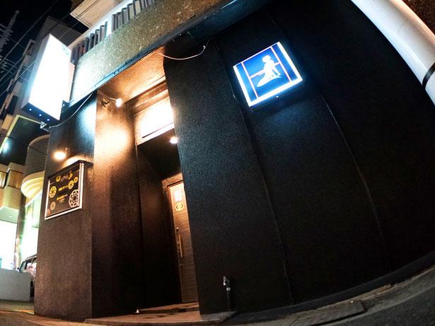 石垣島のキャバクラ「美波の島」の入り口