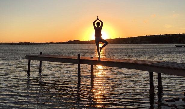 Yoga-Übung Baum – Vrksasana
