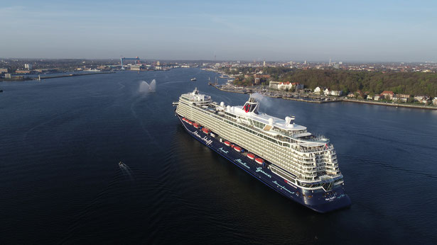 Mein-Schiff-1-Erstanlauf-in-Kiel