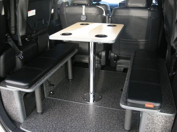VOXY/NOAH/エスクァイア用の車中泊・キャンピングキット商品のライトキャンパーです。