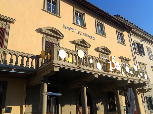 Caffè del Teatro, Valdelsa, Toscana, Italia. Itinerari di vino. Blog Etesiaca