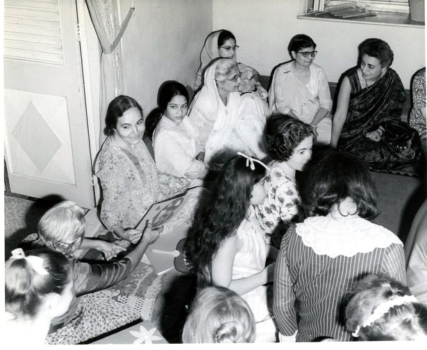 1969 : Katie ( top right ) at Guruprasad, Poona, India