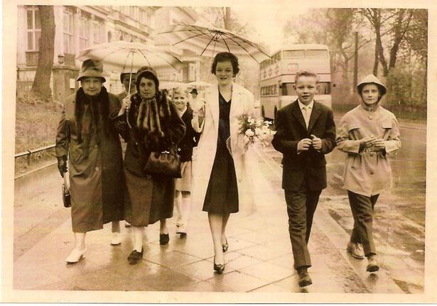 Konfirmation von Inge April 1961 in Westberlin