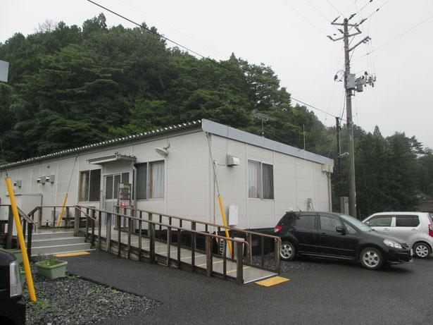 南三陸町、入谷福祉仮設住宅。あいにくの雨でした。
