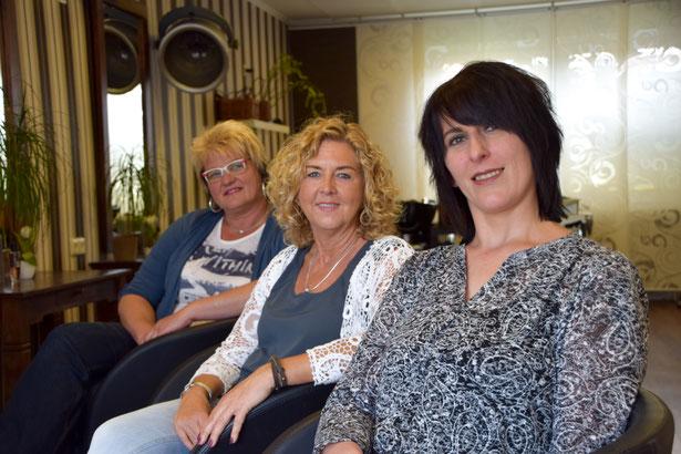 Unser Team (v.l.n.r.): Kerstin Schröder, Friseurmeisterin & Inhaberin Maren Lohmann und Olivera Bozic