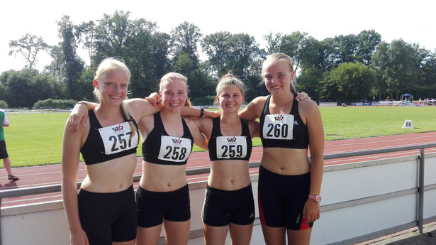 links nach rechts: Viviana Böckheler, Sophie Hellmuth, Anna Maier,  Annika Schepers