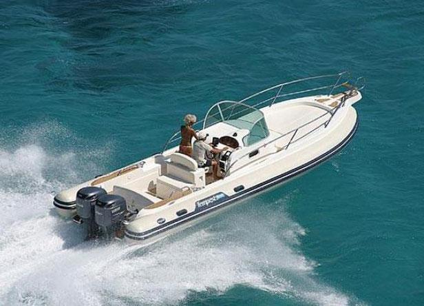 Location semi rigides et bateaux à moteur dans le Var pour particuliers
