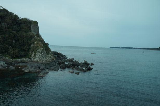 確かに海はきれいなんですが、うす曇りのためか青さがいまいち・・・