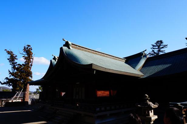 神社の周りをくるっと一周。