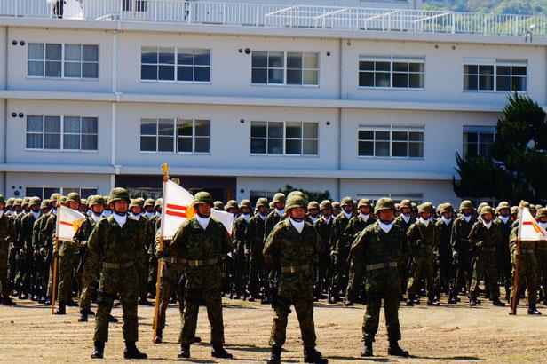 自衛隊の皆さん、日々の厳しい訓練ご苦労様です。