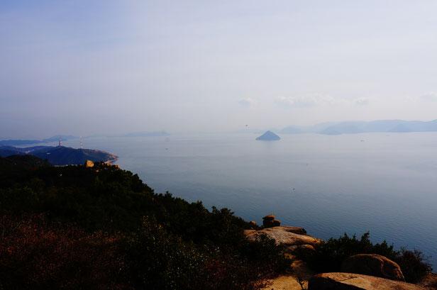 瀬戸内海は波もなく今日もおだやかです。