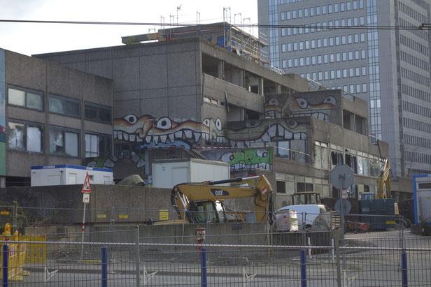 Gebäuderückseite - Beginn der Abbrucharbeiten im März 2014
