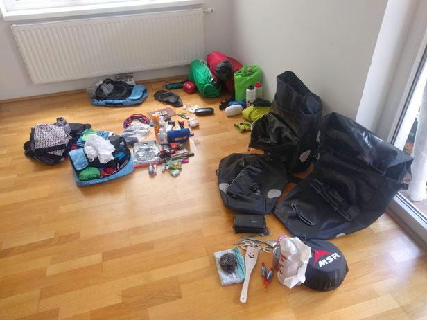 Unser Gepäck vor Abfahrt: Dazugekommen sind Polster und externer Akku. Weggekommen nicht wirklich viel :-)