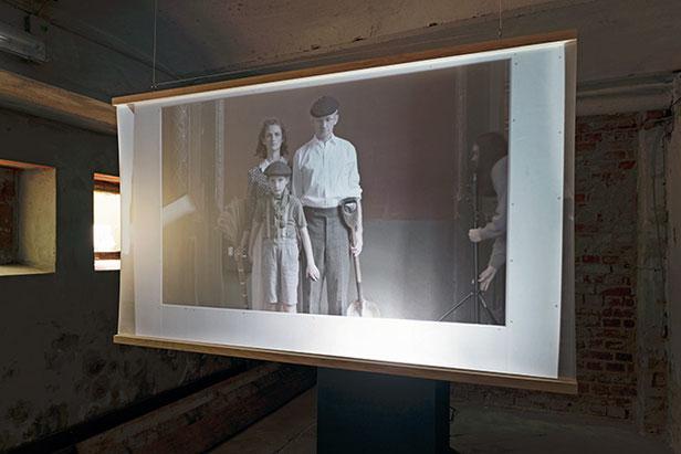 VERMÄCHTNIS (TEIL I) | 2019 | Ausstellungsansicht | filmisches Re-Enactment einer Familiengeschichte