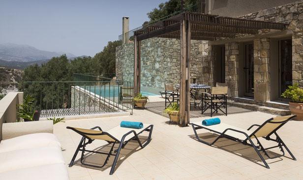"""Terasse  und Privat-Pool der Istron Bay-Villa """" Phaedra"""""""