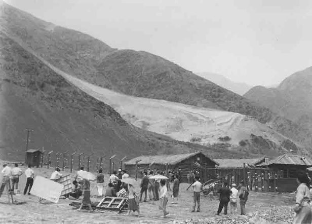 1962年当時の足尾銅山。テレビドラマ「人間の条件」撮影風景。*写真/坪一さん所蔵