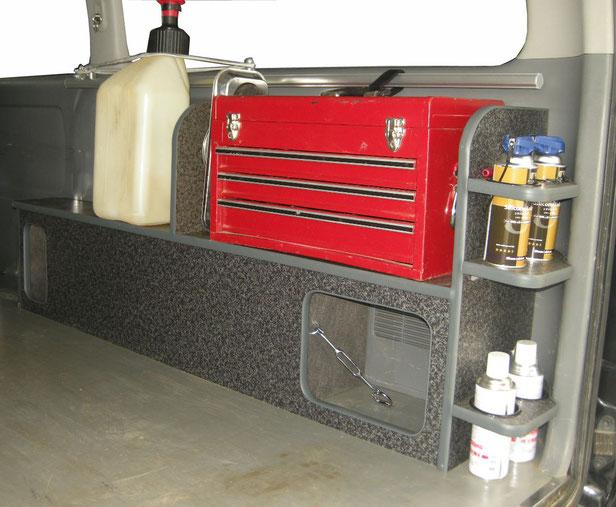 ハイエースやNV350に荷物を積載するならマルチ収納ボックスが便利です。
