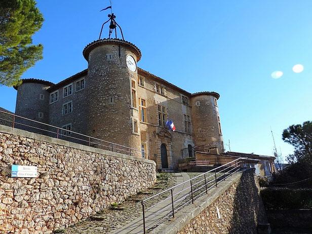 Le château de Rustrel