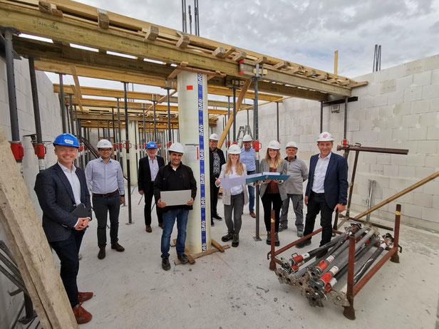 Auf der Baustelle des Ärztehauses im Monsheimer Gewerbegebiet informierte sich Jan Metzler MdB über den Stand der Arbeiten. Quelle: VG Monsheim