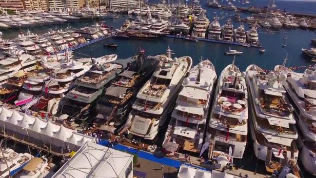 Wenn mal richtig was los ist sieht es so aus in Monacos Yachthafen