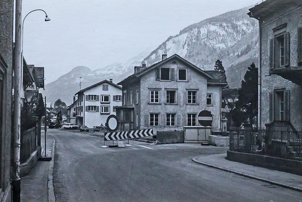 """Haus von """"Post-Heiri"""" vor dem Abbruch, wo sich heute das Café Wiggis befindet. (Foto: Jakob Kubli)"""