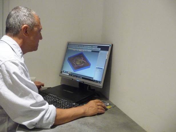 cros laurent de la société cross concept mise en relief du blason leonidas avec une cfao 3d artistique pour la création de moule à chocolat