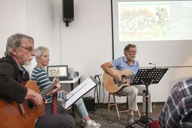 Machten jiddische Musik lebendig: Karsten Henne (li.) und Peter Neu musizieren.
