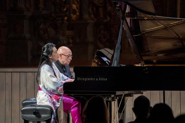 Kulturfreunde Bayreuth: Konzert mit Klavierduo Maki Namekawa und Dennis Russell Davies im Markgräflichen Opernhaus Fotos: Andreas Harbach