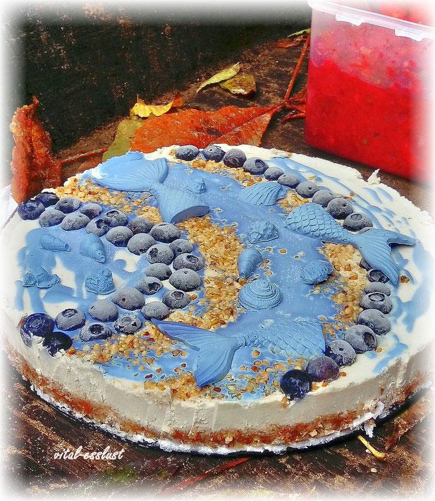 Blue Spirulina, Heidelbeeren, Fische, Krokant, Torte, Rohkost