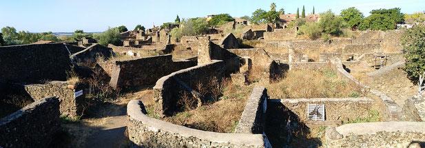 Dorf aus Ruinen