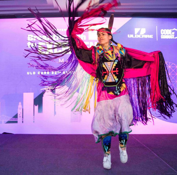 Indigenous dancer Ivanie Aubin-Malo kicked off the event with two colorful dances in the PowWow tradition, honoring the rituals of the American Indian culture - pictures: Thierry du Bois