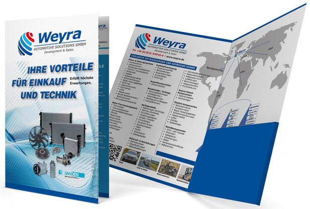 Aufgeschlagene Präsentationsmappe der Firma Weyra Solutions aus Kleve.