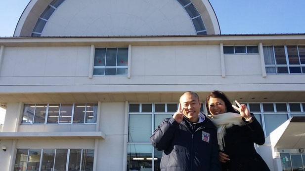 山口小学校の外でNaomiさんと^^