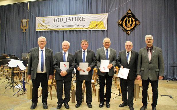 Ehrung für v.l Werner Ost, Eugen Stoll, Michael Wirtz, Josef Biegel, Hans-Herbert Mörsdorf mit Mathias Nickels