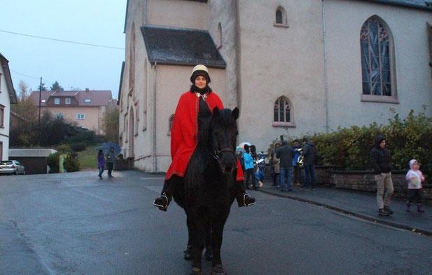 Andrea Scherer auf dem Isländerpferd