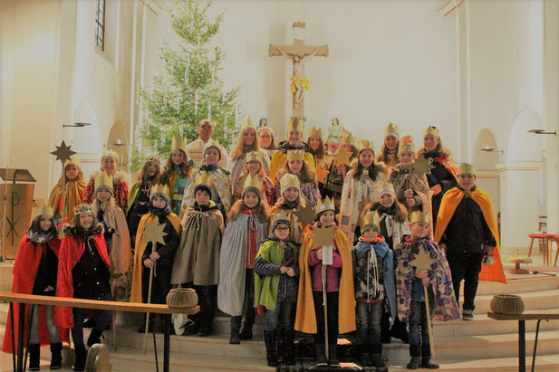 Sternsinger in der Güdesweiler Christkönig Kirche mit Pater Ignatius