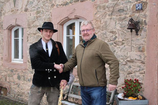 Robert mit Ortsvorsteher Toni Schäfer