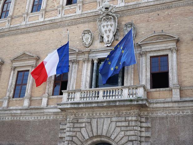 現在はフランス大使館になっているファルネーゼ宮殿