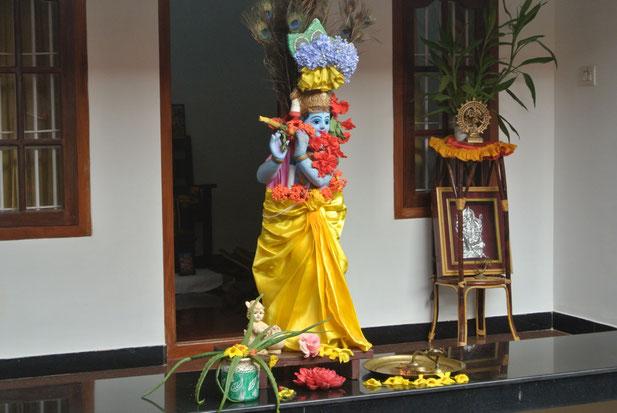 一般家庭で神様にささげられているお花など。