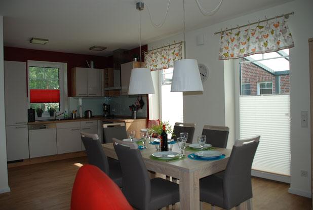 Esszimmer mit anliegender Küche