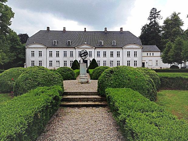 das Schloss Louisenlund